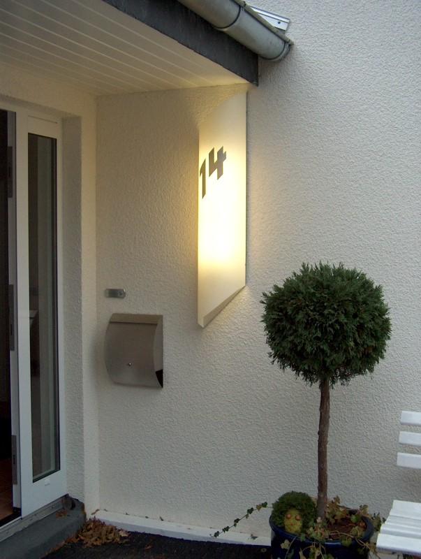 beleuchtete Hausnummer